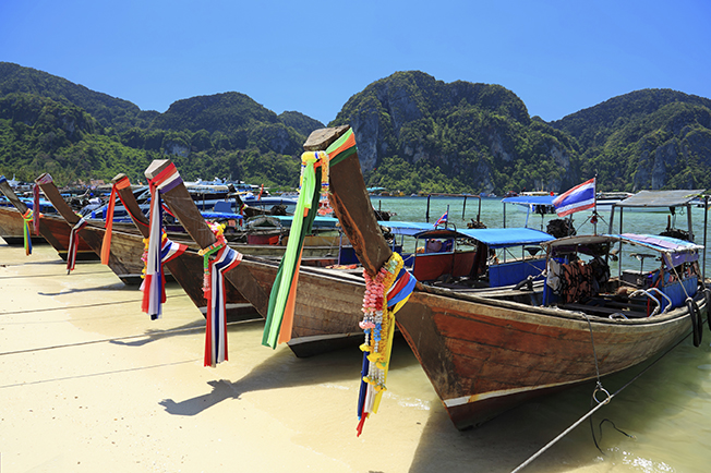 stock-photo-19788942-long-tail-wooden-boats-at-the-beach