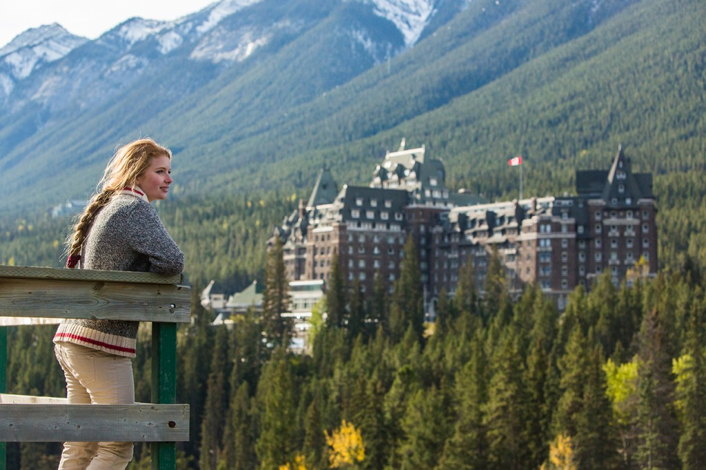 Sightseeing_Surprise_Corner_Fairmont_Banff_Springs_Hotel_Paul_Zizka_1_Horizontal