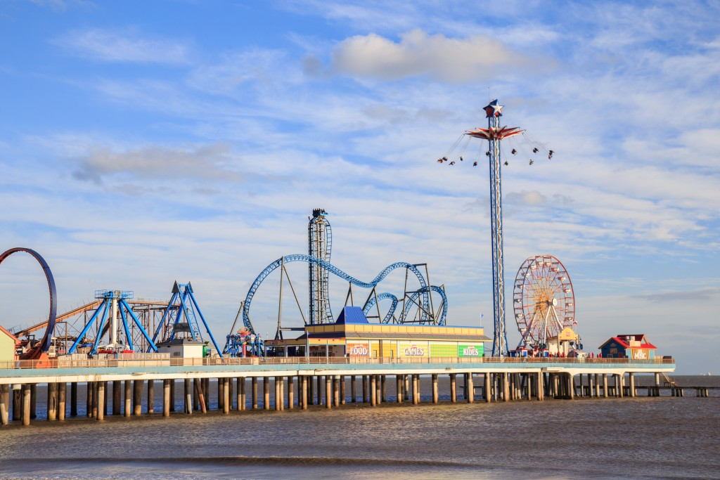 Pier amusement park